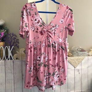 ⬇️ Torrid sz 00(M/L) Blush Flower Short Sleeve Top